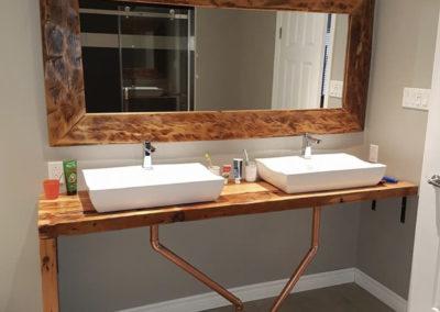 Mirroir et comptoir salle de bain en bois de grange